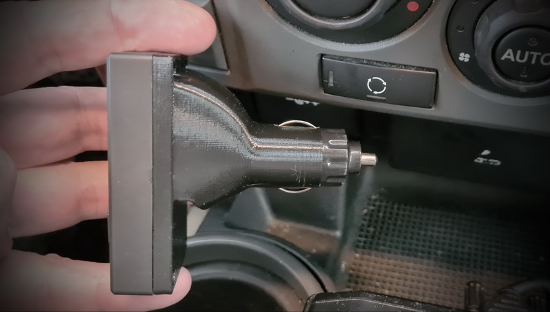 XLifter cigarrete lighter socket Discovery 3 in car